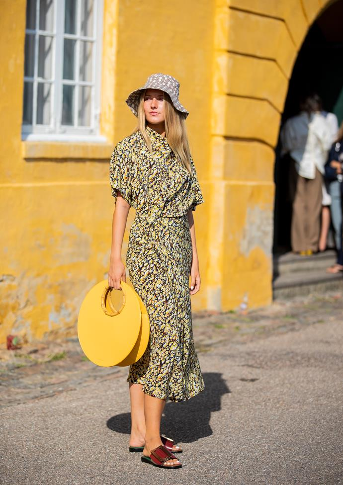 ***Melbourne: Partly sunny, 34°***<br><Br> With temperatures soaring at 34°, a printed maxi and slides will be the chicest, easiest combo. Plus, don't forget your hat!
