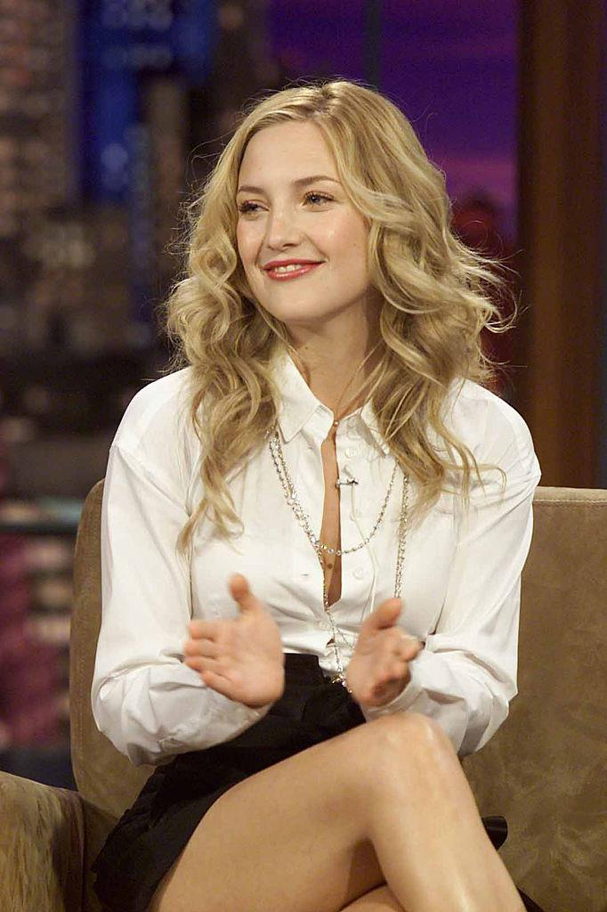 Kate Hudson in a white shirt and black pencil skirt on *The Tonight Show with Jay Leno* in May 2004.