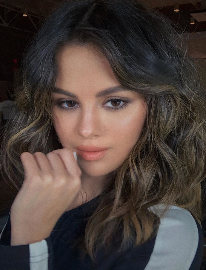 *Instagram/@hungvanngo*<br> Glass skin aside, Gomez sure makes a convincing case for the return of lower lash mascara.