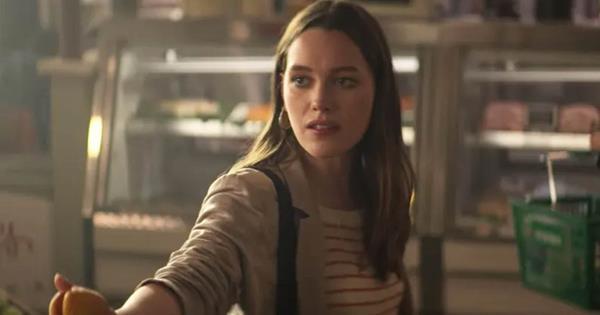 YOU Season 2: A Fan Theory Says Love Killed Her Husband | ELLE Australia
