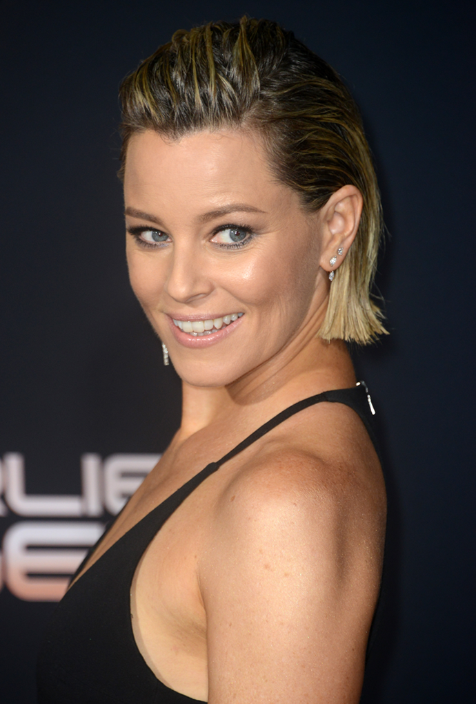 **Elizabeth Banks**<br></br> Banks' brunette roots only add to her grungy look.