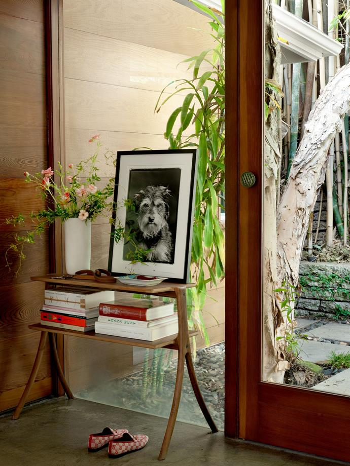 """The entryway. <br><br> *Image by Simon Upton for [Architectural Digest](https://www.architecturaldigest.com/story/step-inside-dakota-johnsons-midcentury-modern-home