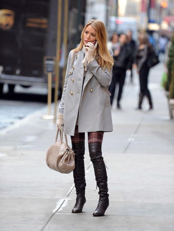 Lively on the set of *Gossip Girl* in 2009