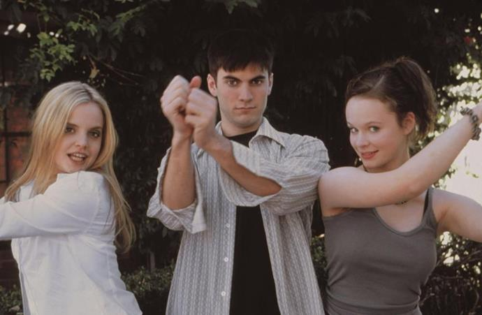 Mena Suvari, Wes Bentley and Thora Birch on the set of *American Beauty* (1999).