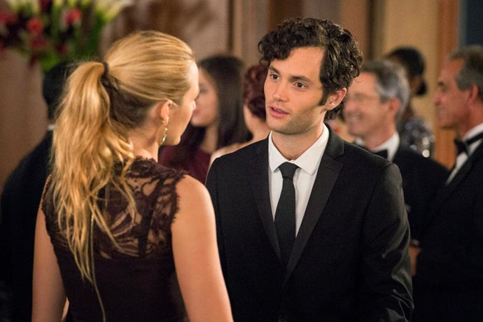 """**Gossip Girl's identity is never revealed in the novels**<br><br>  This is one of the few on the list that we kind of wish had carried through to the TV show. 'Gossip Girl's identity is never unveiled in the series, and would have honestly been more satisfying than being told it was *Dan*, which, frankly, made the show's ending one of [the worst TV show finales of all time](https://www.elle.com.au/culture/worst-tv-show-finales-22886