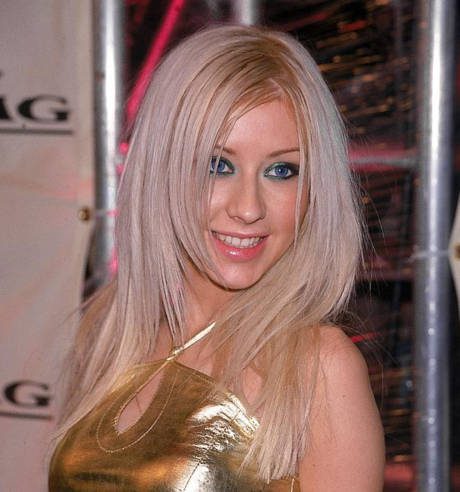 **The Zig-Zag Part**<br><br>  **The celebrity muse:** Christina Aguilera, Mandy Moore and Blake Lively<br><br>  When centre or side parts got a little too boring, the zig-zag part was the only option. Sported by the likes of Christina Aguilera, Mandy Moore and Blake Lively, the jagged parting created the illusion of more volume (especially when paired with those chunky highlights).