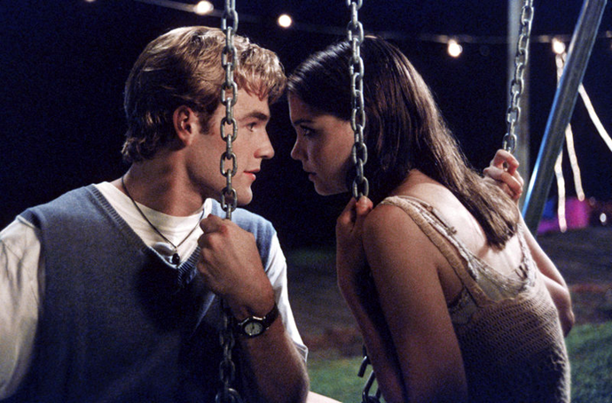**Dawson and Joey from** ***Dawson's Creek***<br><br>  Widely considered one of the most frustrating TV couples of all time, Dawson and Joey of *Dawson's Creek* were an absolute train wreck. Like Nick and Jess from *New Girl*, these two were *much* better off as friends. Besides the fact that they didn't share enough chemistry to realistically support a long-term romance, they were just too different from one another. Joey was a free spirit, Dawson possessed the kind of sadness that made him a 2010s meme. Thankfully, Joey ended up with Pacey (the right one) in the end.