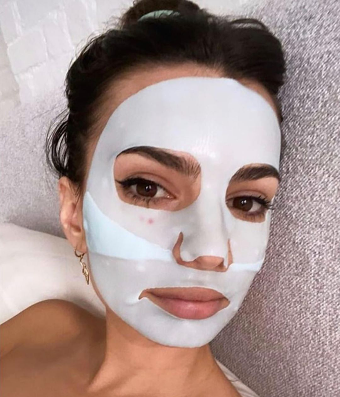 **Emily Ratajkowski**<br></br> Ratajkowski used her extra downtime to detox with this purifying aloe vera and bambusa water hydrogel mask.