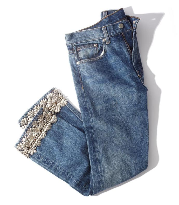"**Embellished Denim Jeans** <br><br> No party or disco was complete without a pair of low-rise embellished jeans. Taking inspiration straight from *Sisterhood Of The Travelling Pants*, no early '00s wardrobe was complete without denim adorned with glitter, rhinestones, gems or lace. From Christina Aguilera to Mariah Carey, [every red carpet](https://www.instylemag.com.au/celebrities-jeans-on-the-red-carpet|target=""_blank""