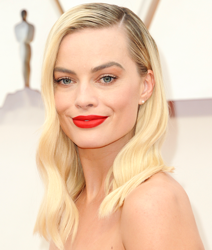 Opting for a classic aesthetic for the biggest event of awards season, Robbie showed off a striking red lip and side-swept subtle waves at the 2020 Academy Awards.