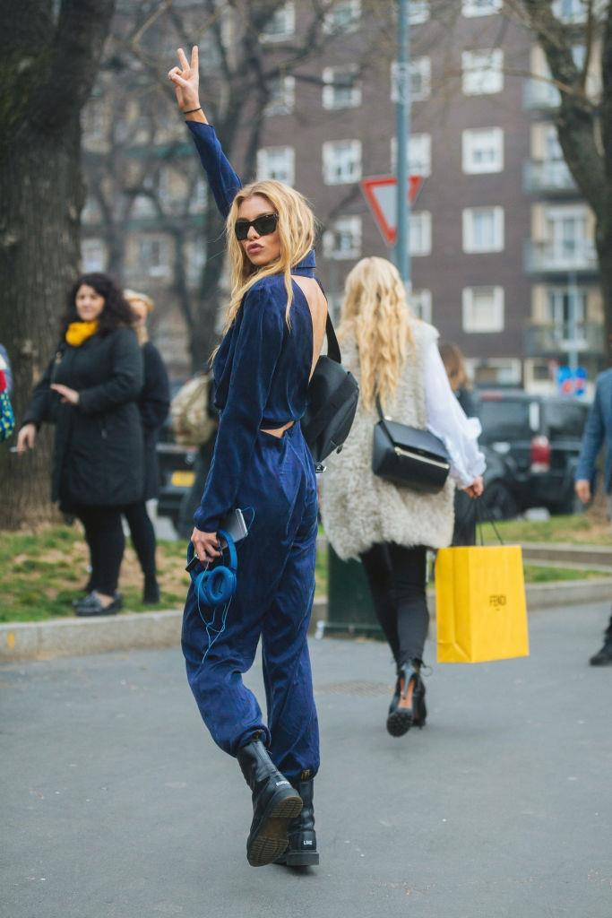 Stella Maxwell is the epitome of mode-off-duty style in this outfit.