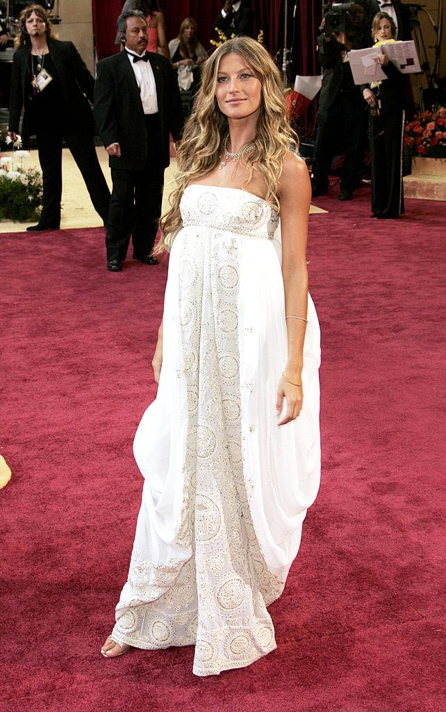 **Gisele Bündchen in Dior Haute Couture at the 2005 Academy Awards**<br><br>  It gave us Grecian goddess vibes then, and it's giving us Grecian goddess vibes now. In other words? Perfection.