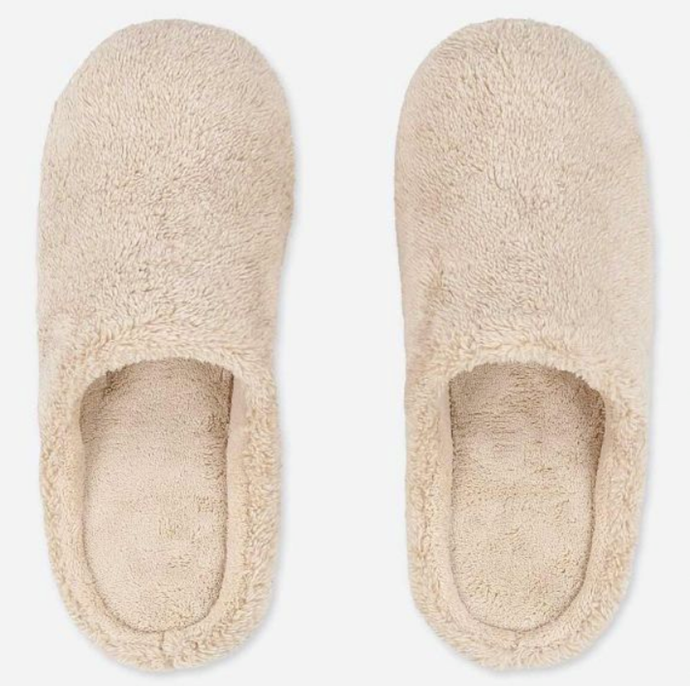 "Fluffy Yarn Fleece Room Shoes, $19.90 by [Uniqlo](https://www.uniqlo.com/au/store/fluffy-yarn-fleece-room-shoes-4213260011.html|target=""_blank""
