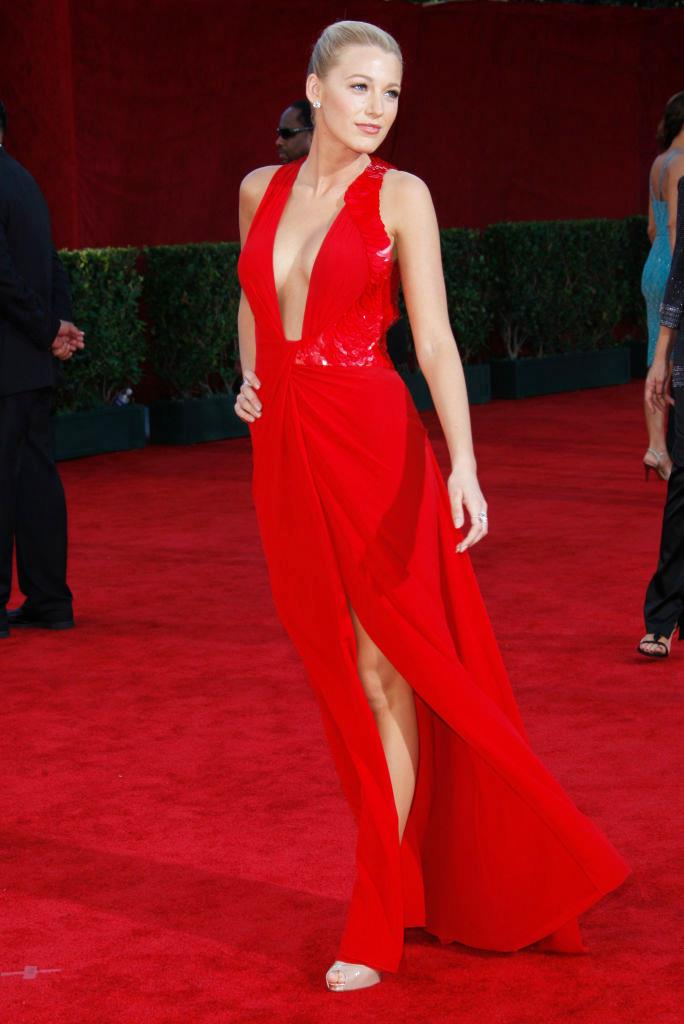 """**Blake Lively in Versace at the 2009 Emmy Awards**<br><br>  The late 2000s saw the rise of another defining It-girl in the form of [Blake Lively/Serena van der Woodsen](https://www.elle.com.au/fashion/28-times-blake-lively-dressed-like-serena-van-der-woodsen-in-real-life-10804