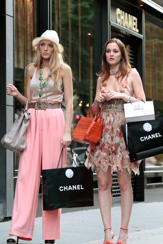 Blake Lively and Leighton Meester starring as Serena van der Woodsen and Blair Waldorf in the original *Gossip Girl*.