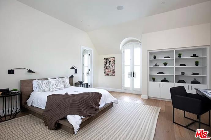 """The cosy guest bedroom that's a neutral lovers dream. <br><br> *Image by [MLS/Zillow](https://www.zillow.com/homedetails/8-Beverly-Park-Beverly-Hills-CA-90210/20533668_zpid/?