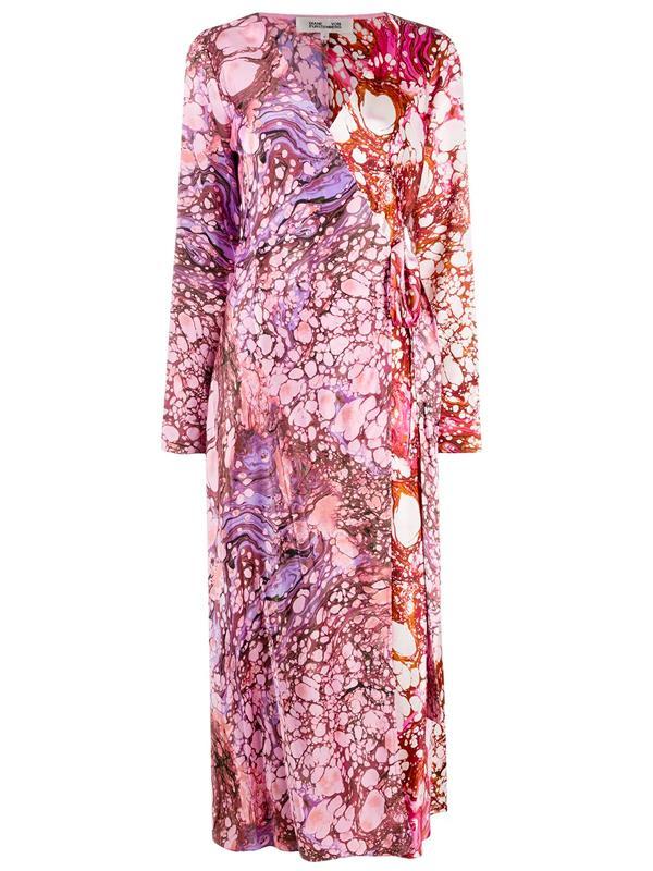 "'[Marble Print Wrap Dress](https://www.farfetch.com/au/shopping/women/dvf-diane-von-furstenberg-marble-print-wrap-dress-item-15809771.aspx?storeid=9675|target=""_blank""|rel=""nofollow"")' by DVF Diane von Furstenberg, $984 at [Farfetch](https://www.farfetch.com/au/shopping/women/items.aspx|target=""_blank""|rel=""nofollow"")."