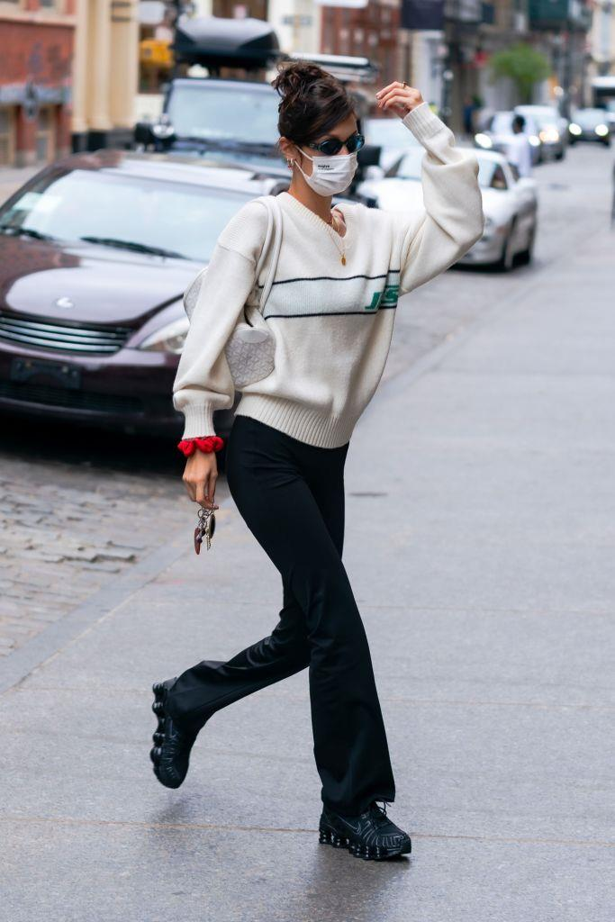 The cylindrical bag and yoga pant-like bottoms do leave us scratching our heads a bit, but the vintage sweater and sneakers are a little more old-school Hadid and we do love to see it.