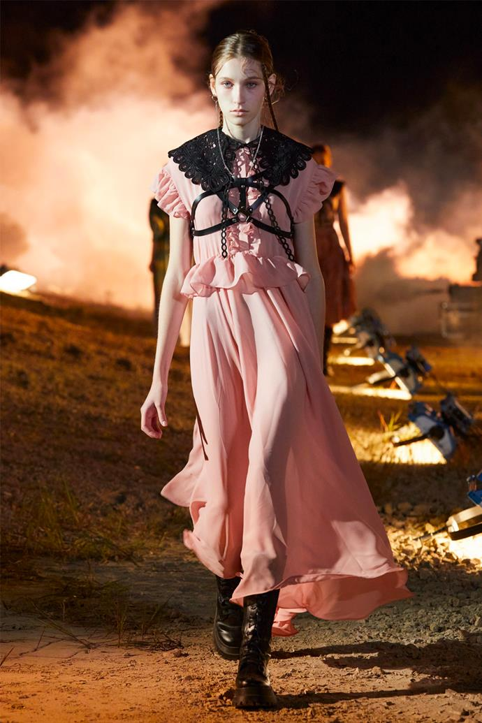 **Rokh** <br><br> Based on the idea of an all-female army, Rokh's pieces sported collars, sleeves, and bodices from various centuries. From leather body harnesses to billowing skirts, puffed sleeves, and wide lace collars, the collection juxtaposed the true meaning of femininity.