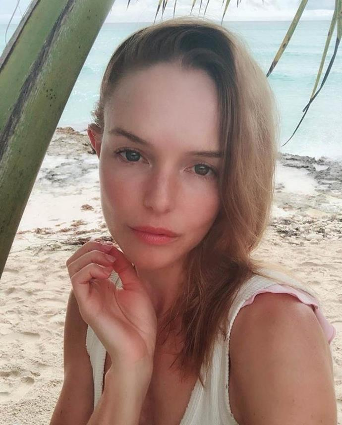 """**EMBRACE OILS** <br><br> Bosworth's favourite way to hydrate is through a face oil, with the actress telling her Instagram followers """"not to be afraid"""" of a great face oil. Her pick? The Sapphire Facial Oil from U.S. skincare brand [ISUN](https://isunskincare.us/products/isun-sapphire-facial-oil