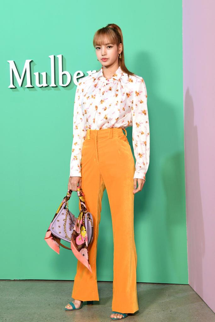**Lisa**<br><br>  Attending a Mulberry photo call at 'KMCA Seoul in June 2018.