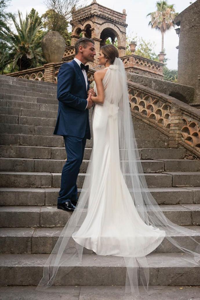 "**Kate Waterhouse**<br><br>  A look at Waterhouse's elegant train and veil.<br><br>  *Image via [katewaterhouse.com](https://katewaterhouse.com/wedding-day-learned-bride/|target=""_blank""|rel=""nofollow"")*"