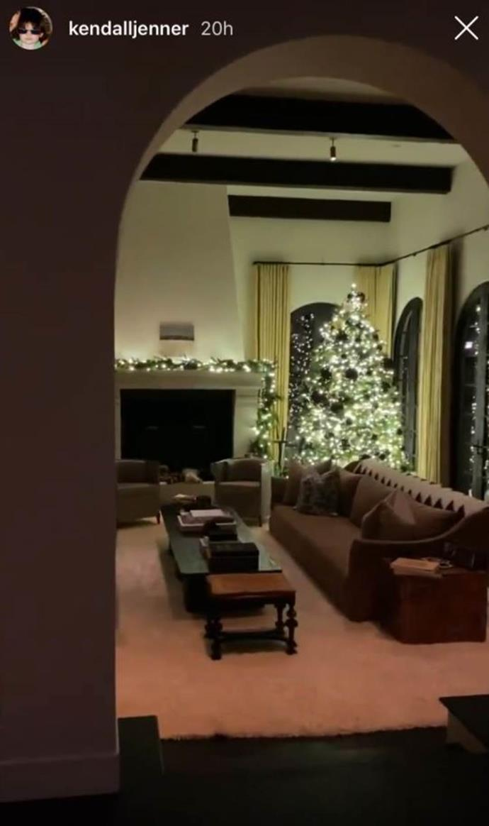 """**Kendall Jenner's house** <br><br> Though Jenner purchased the house in 2017, her privacy means she's only shared a few glimpses inside. However, in December 2019, the model shared video footage from inside the house to her Instagram story, showing off her Christmas decorations, and in 2020 gave *Architectural Digest* a full tour of her newly renovated—and very dreamy—home, which you can watch [here](https://www.elle.com.au/celebrity/kendall-jenner-house-23814