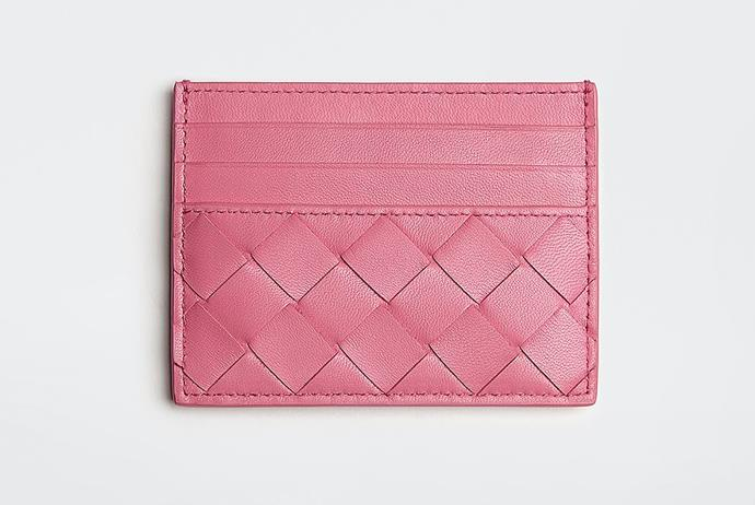 "Card Case in Pink, $400 by [Bottega Veneta](https://www.bottegaveneta.com/au/card-case_cod46707881wj.html?tp=45408&gclid=CjwKCAiAzNj9BRBDEiwAPsL0d1EwEiYG45N6decVa-O4hc2PxDiDzSM737J3HOpX1JFlAIBvE44YTBoCX24QAvD_BwE target=""_blank"" rel=""nofollow"")."