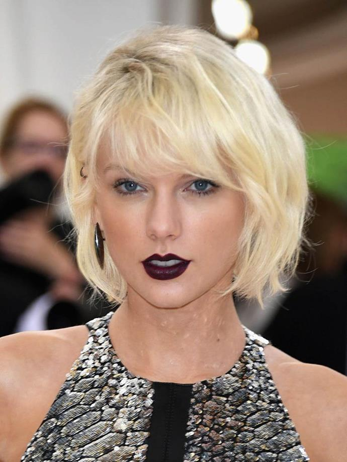 "**Taylor Swift at the 2016 Met Gala**<br><br>  Having long sported golden blonde ringlets, when [Taylor Swift](https://www.elle.com.au/beauty/taylor-swift-before-after-20368|target=""_blank"") took to the 2016 Met Gala red carpet looking almost unrecognisable with a peroxide bob and oxblood lipstick, it was quickly declared the singer's most dramatic look to date."