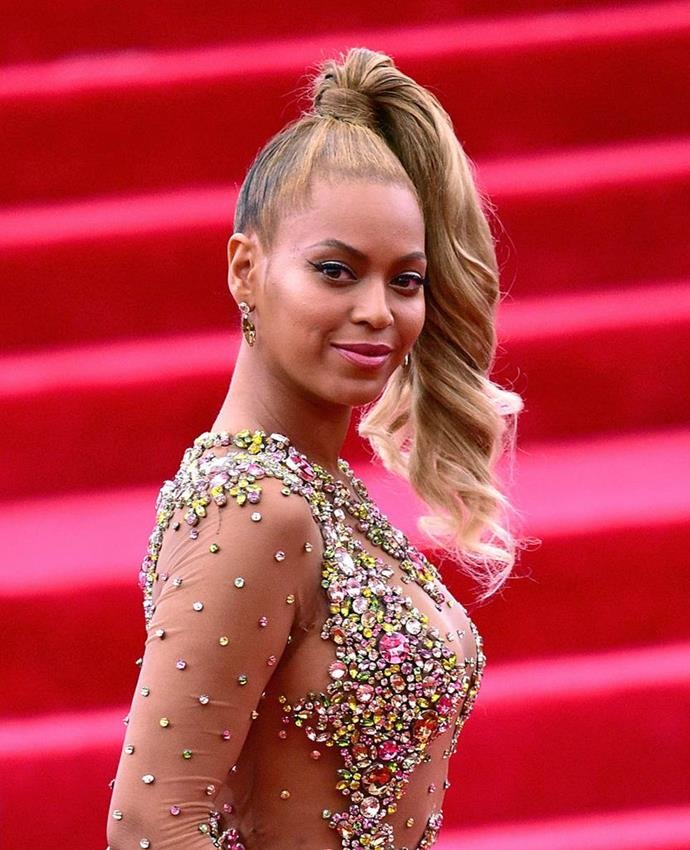 "**Beyoncé at the 2015 Met Gala**<br><br>  It was the epic hair moment that almost didn't happen. When Beyoncé was preparing to attend the 2015 Met Gala, she [reportedly](https://www.elle.com.au/fashion/met-gala-outfit-stories-23442|target=""_blank"") changed her mind on her hairstyle just before leaving for the event.<br><br>  In a matter of five minutes, her hairstylist Neal Farinah put her locks into a towering top ponytail. The eleventh hour change actually made Beyoncé late to Met Gala—arriving at the red carpet just before photographers started to pack up for the day—but the *Lemonade* songtress still became the focus of every camera there."