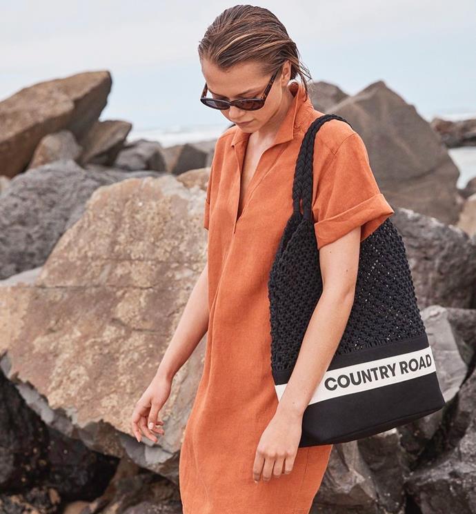 "**Country Road** <br><br> Casual staples in hardy fabrics. <br><br> *[Shop them here.](https://www.countryroad.com.au/shop/woman/accessories/handbags?gclsrc=aw.ds&&gclid=CjwKCAiAxMLvBRBNEiwAKhr-nFIMTI1YeTsCTC8MJPwEDrdTgpRMg_FG-ItYIeFTnL16qX8VeXSJ1RoCfgYQAvD_BwE&gclsrc=aw.ds|target=""_blank""|rel=""nofollow"")*"
