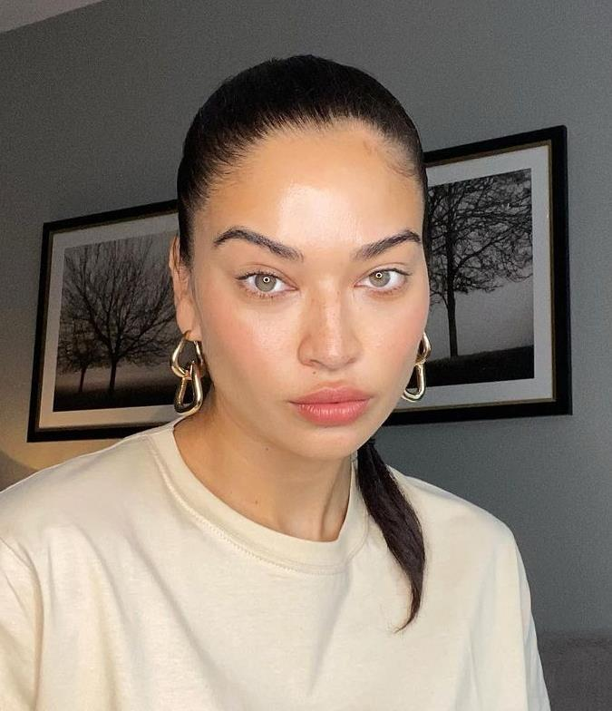 """**The Chunky Chain Earrings**<br><br>  Who says necks and wrists get to have all the fun? This most recent take on the chunk jewellery trend has veered into earring territory, from thick, multi-chain 'hoops' to simple drop styles—supersized.<br><br>  *Image credit: [@shaninamshaik](https://www.instagram.com/shaninamshaik/