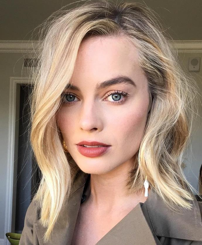"""**THE S-BEND LOB**<br><br>  A more 'cool-girl' take on the classic wavy lob, the S-bend lob looks especially great with a touch of texture for a low-key, lived-in look. Ask your hairdresser for some light layers to help your strands fall naturally and find some height. To style at home, use a straightener or a curling wand to gently add the S-shape to your mid-lengths, then give your locks a little tousle and you're good to go!<br><br>  *Image: [@brycescarlett](https://www.instagram.com/brycescarlett/