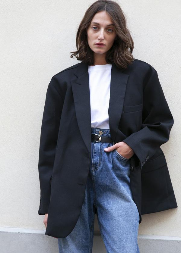 """**The purposefully oversized piece**  <br><br> Yes, tailored blazers are timeless, but the oversized, 'boyfriend'-style blazer trend won't die any time soon. Take, for example, the 'Boyfriend's' blazer by U.S. brand Frankie Shop, which'll look good thrown over literally anything you wear.  <br><br> Black oversized 'Boyfriend's' blazer by Frankie Shop, approx. $253 at [Frankie Shop](https://eu.thefrankieshop.com/products/black-oversized-boyfriends-blazer