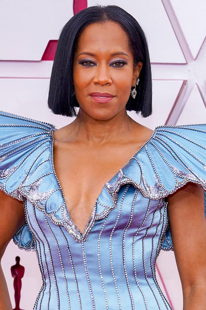 Regina King stunned with a sharp, bunt bob à la Rosamund Pike, complimented by an icy eye with a navy liner.
