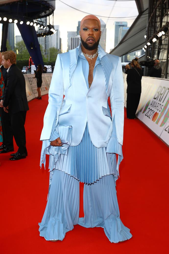 MNEK in a sky blue sating suit with pleated trousers, along with jewellery by Samantha Siu.