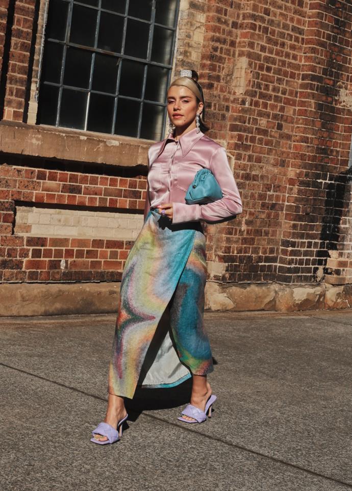 "[Maxine Wylde](https://www.instagram.com/__mmaxinewylde/|target=""_blank""|rel=""nofollow"") wearing Nanuskha top, Acne Studios skirt, Mansur Gavriel bag, Bottega Veneta shoes, Natalie Anne x Bellini hair clip and Reliquia earrings. <br><br> Photography by: [Nikki Chowdhury](https://www.instagram.com/nikkidury/?hl=en|target=""_blank""|rel=""nofollow"")"
