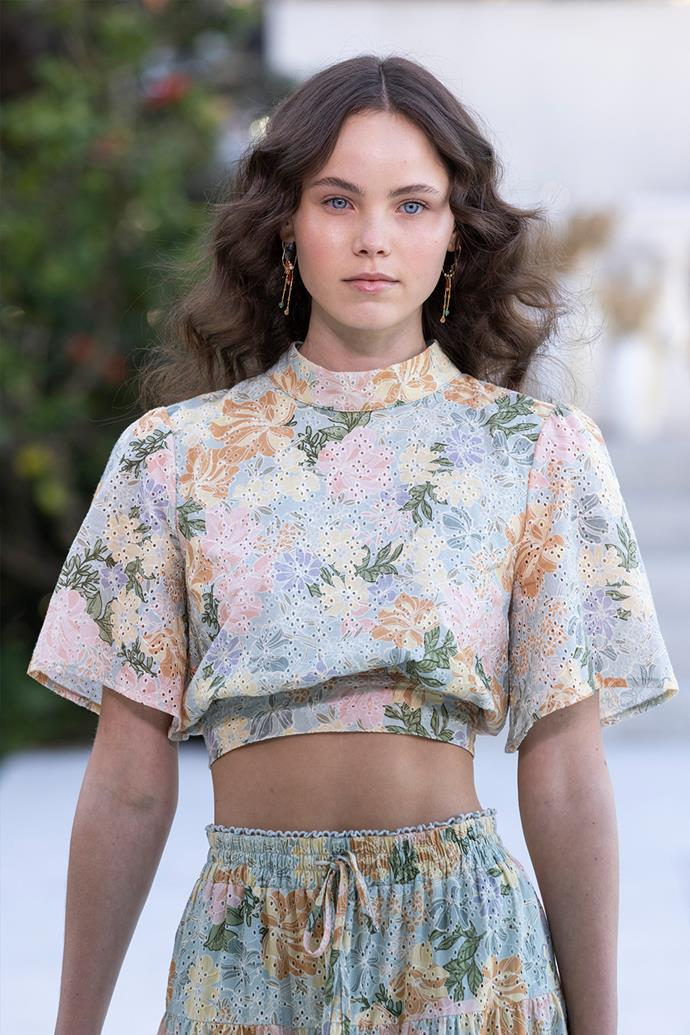 """**Wafting Waves** <br><br> Beach-inspired hair has not been a sight for sore eyes as of late, given its prominence in the last few seasons. However, while 'undone' hair isn't leaving any time soon, it's time to take it to the next level. At [We Are Kindred's Resort '22](https://www.elle.com.au/fashion/we-are-kindred-australian-fashion-week-2021-25345
