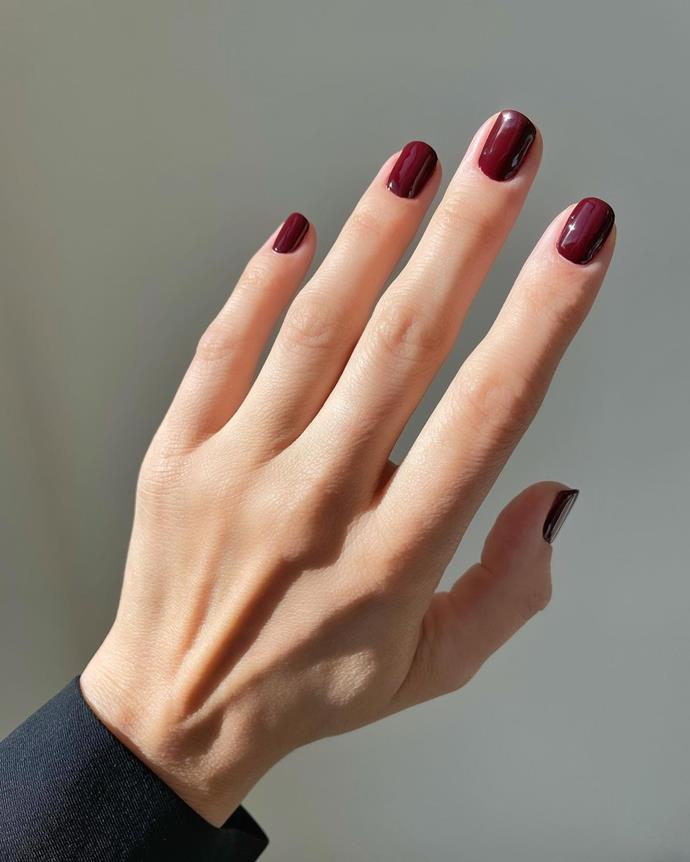 """**Deep And Dark Nails** <br><br> For an easy addition, paint the digits in deep and dark nail polish shades. If synchronicity is your forte, then match the manicure to the rich and sultry shade added to the pout. And for added effect, leave out a top coat and let the nail polish chip naturally, just like it would have circa 2004. <br><br> *Image: [@betina_goldstein](https://www.instagram.com/p/CKwgOYTMlby/ target=""""_blank"""" rel=""""nofollow"""")*"""