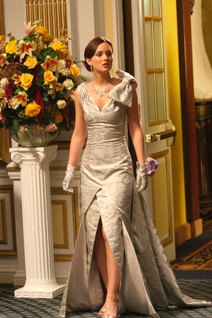 Always a debutante, Blair sported this silver floor length number, complete with oversized bow, matching gloves, and yes, the same necklace that Chuck gifted her for her sixteenth birthday.