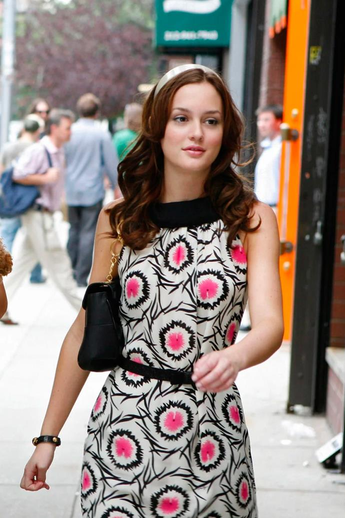 Rekindling her friendship with Serena, she wore a black, white and pink summer dress, paired with matching black shoulder bag and a '60s style white headband.