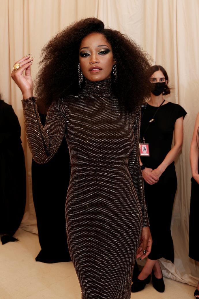 KeKe Palmer was seductive as ever in a dark, glittery ensemble with makeup to match. Her dramatic smokey eye was complimented by bronze and silver eyeshadow, with her cheek highlights popping off to complete the look. She was a gilded vision to say the least.
