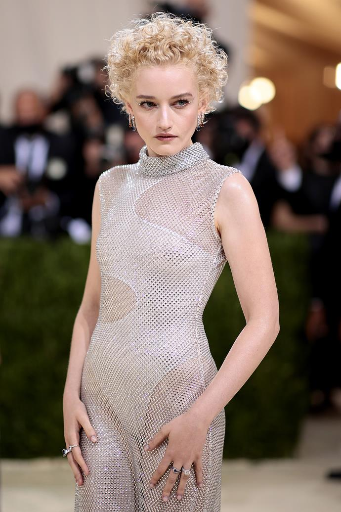 Julia Garner draped herself in silver, shimmery, see-through gown. The ensemble was perfectly matched with a silvery eyeshadow look with delicate embellishments around the eyes. The rest of her face was understandably understated, with a few swipes of blush and highlight to accentuate her delicate facial features.