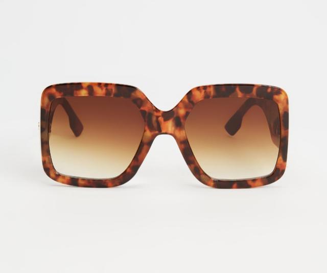 "**Peta And Jain Blair Sunglasses, usually $69.95, [shop here](https://www.theiconic.com.au/blair-sunglasses-1293683.html target=""_blank"")**"