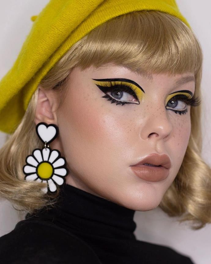 """**Swinging Sixties**<br><br>  For those in fear of horror-themed costumes, dressing for an era is a chic alternative. The swinging sixties à la Twiggy is a rather simple to-do, yet show-stopping, choice. Opt for big eyes, big accessories, and bright colours, like Beats By Lizzie has chosen. Put down a bright, primary colour on the eyelid, then grab your best black liquid liner to create a strong, graphic cat eye with a parallel line under the brow bone. Draw on some graphic lower lashes and a neutral lip, to let the rest of the look sing.<br><br>  *Image via [@beatsbylizzie](https://www.instagram.com/p/CS2thR_lvN-/ target=""""_blank"""" rel=""""nofollow"""")*"""