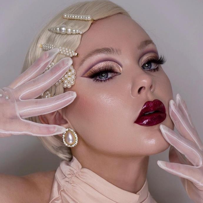 """**Old Hollywood Glamour**<br><br>  Much like the 2021 Met Gala red carpet, Old Hollywood Glamour is a look that's making a resurgence. And the best part? It's simple to achieve. Beats by Lizzie opts for a glimmering shadow, we'd recommend Kosas' 10-Second liquid shadow for high shine. Draw in a mauve graphic liner, opt for a glossy, scarlet lip, and add some statement pearls and white gloves to complete the look.<br><br>  *Image via [@beatsbylizzie](https://www.instagram.com/p/CUvnJ7sgxvM/ target=""""_blank"""" rel=""""nofollow"""")*"""