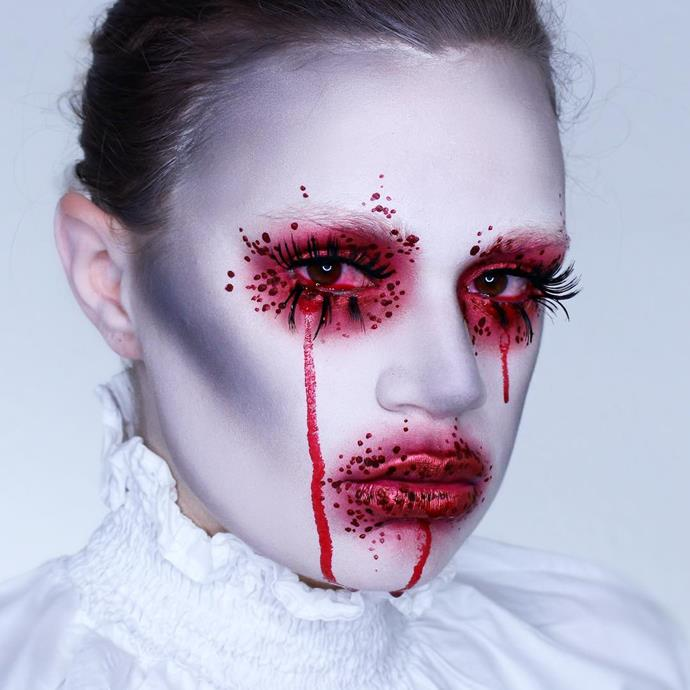 """**A Bloody Queen**<br><br>  Keen to up the horror without a costume commitment? Paint the face with a white base, using a grey shadow as a contour to a sunken effect. For the eyes and lips, apply a generous helping of red eye shadow and add some blood splatter with a deeper red liquid eyeliner. <br><br>  *Image via [@heathermoorhouse_](https://www.instagram.com/p/BZvfFXmglOg/?taken-by=makeupmouse/ target=""""_blank"""" rel=""""nofollow"""")*"""