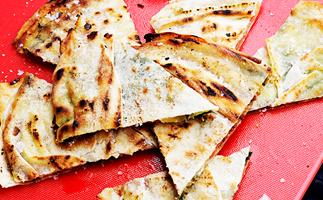 Grilled mozzarella and salami wedges