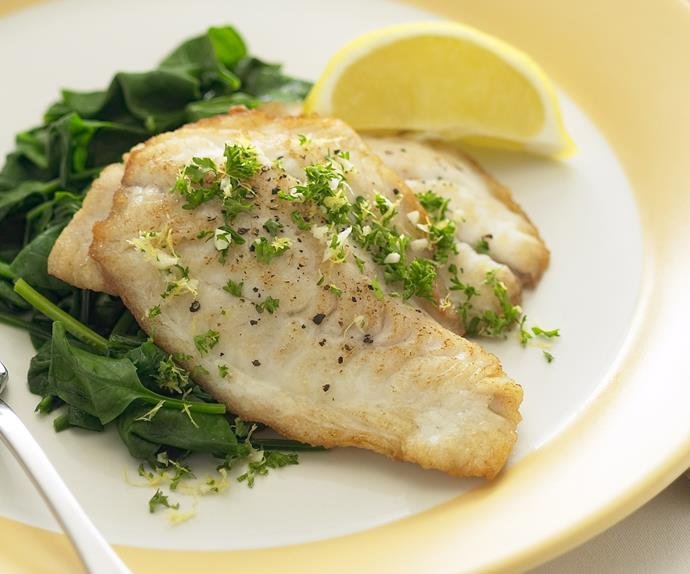 Grilled fish with lemon and parsley