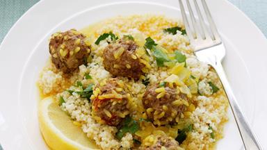 Meatballs in saffron sauce